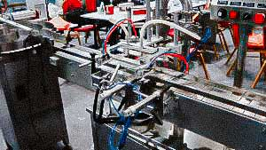 Automatic bottling line for plastic bottles