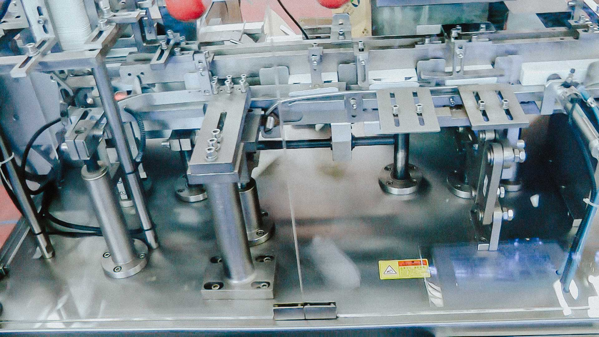 Automatic cartoning equipment for individual product packaging in boxes
