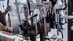 Automatic equipment for dosage and filling in plastic tubes cosmetics and pharmaceuticals cream