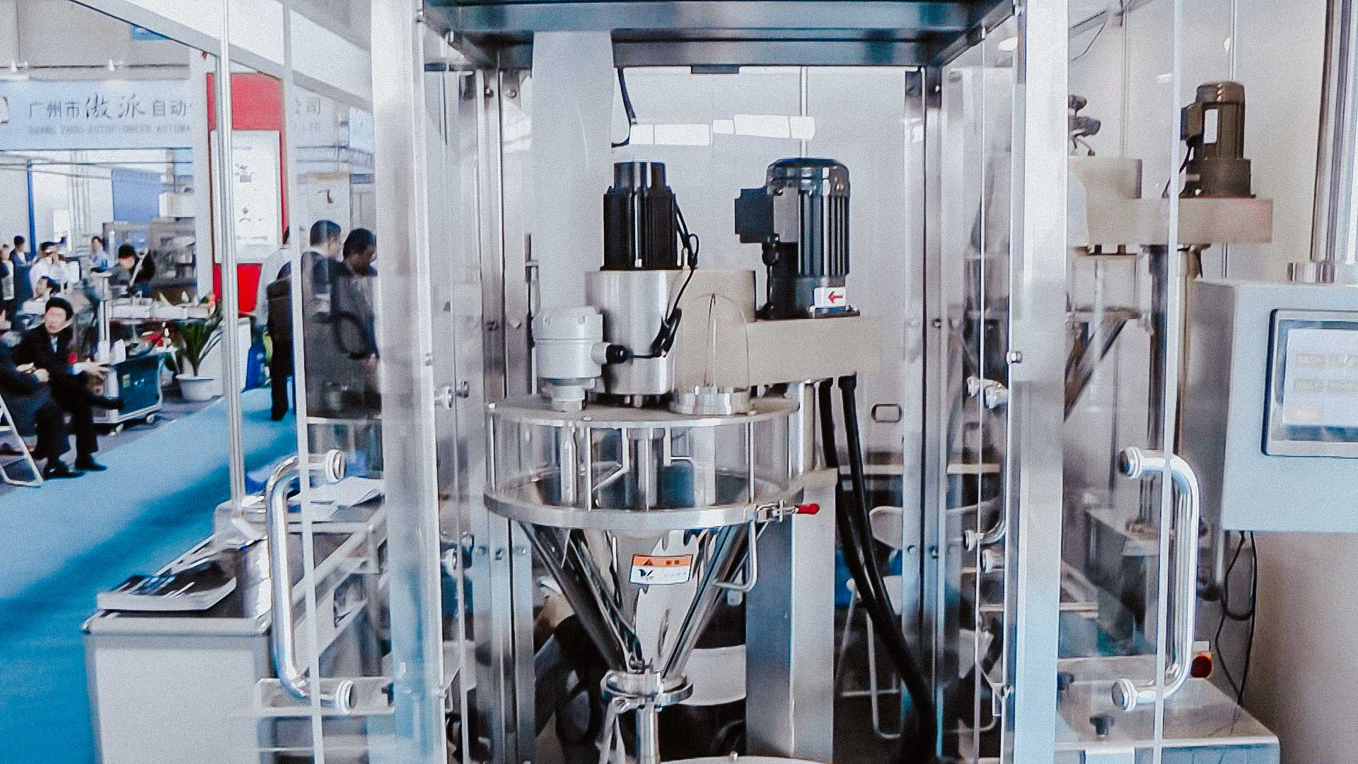 Automatic equipment for dosing and packing powder by weight in plastic bottles