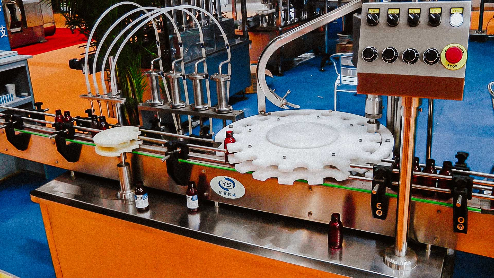 Automatic equipment for filling liquid products in plastic bottles with capping caps