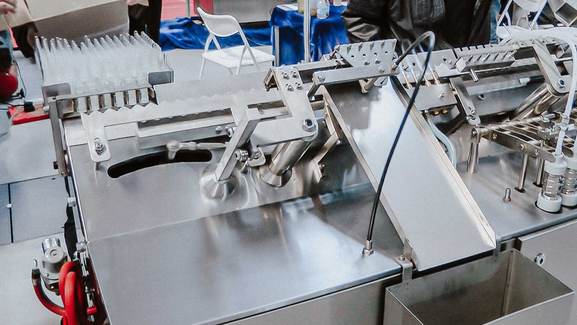Automatic equipment for filling with liquid and sealing sterile glass ampoules with medicine