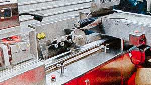 Automatic equipment for the packaging of glass ampoules in plastic blister spoons