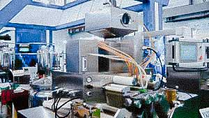 Automatic equipment for the production of oval soft gelatin capsules with oil