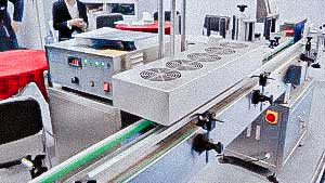 Automatic feed and put cap on plastic capping bottles