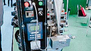 Automatic filling machine for bulk materials in plastic bags