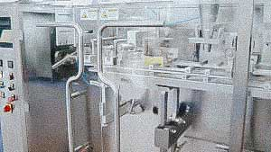 Automatic filling machine for dosing powders and granules into sachet bags