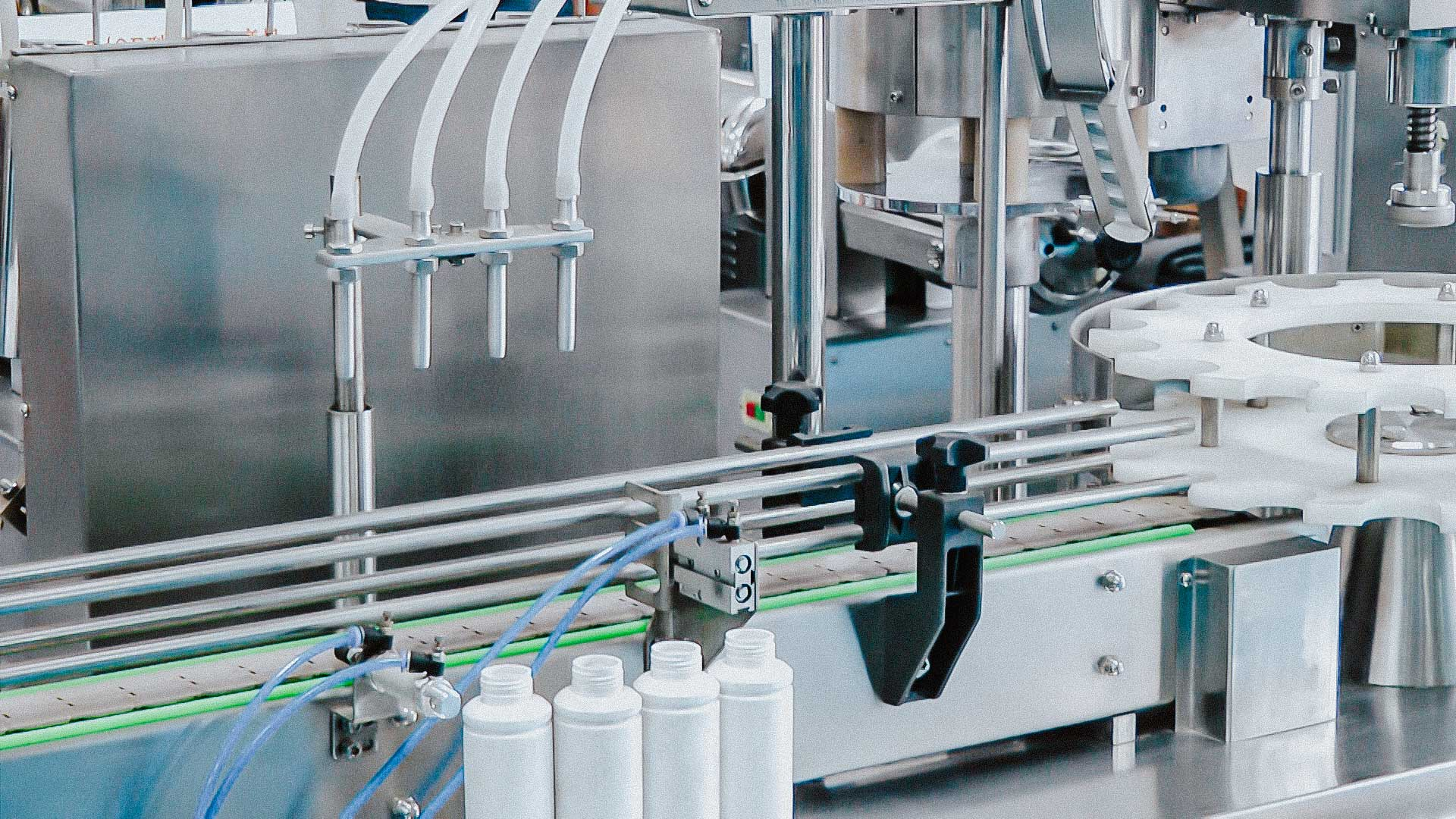 Automatic glass bottle filling and capping machine for medicine production