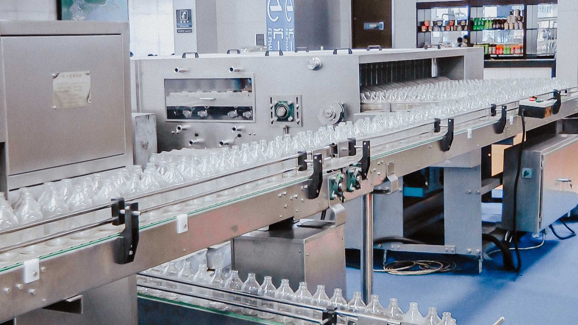 Automatic glass bottle washing machine and rinse aid in medicine filling line