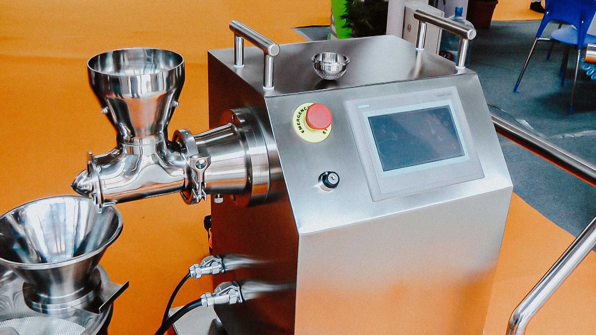 Automatic granulator with the function of pelletizing pellets to a round shape