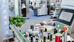 Automatic labeling equipment for double labeling of self-adhesive labels on bottles
