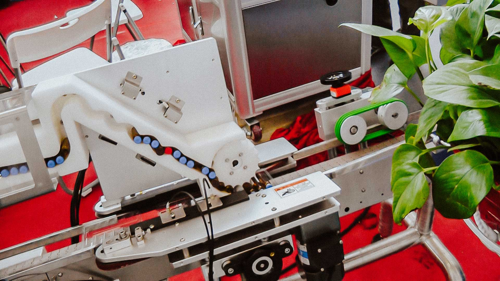 Automatic labeling equipment for labelling self-adhesive labels on glass ampoules and vials