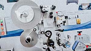 Automatic labeling machine for sticking labels on penicillin bottles