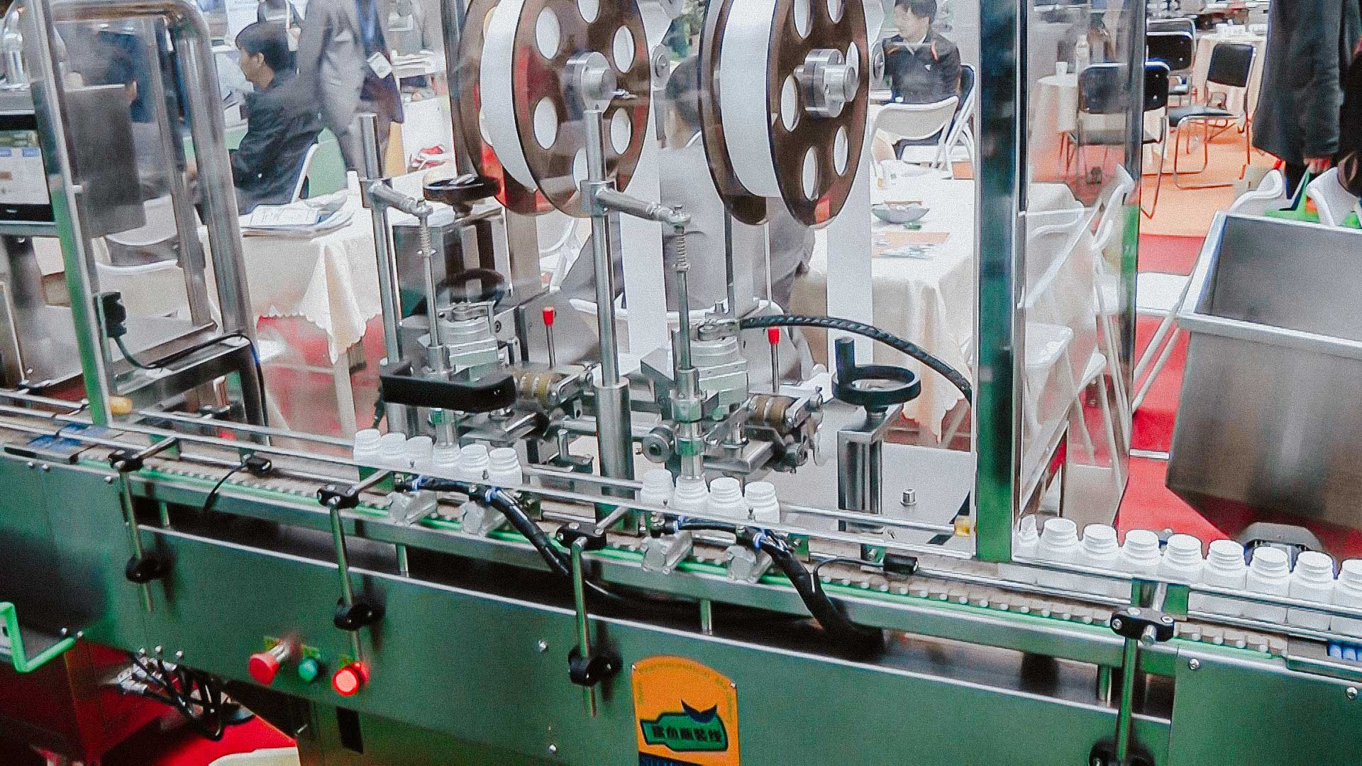 Automatic line for filling and packaging of tablets in plastic bottles with caps