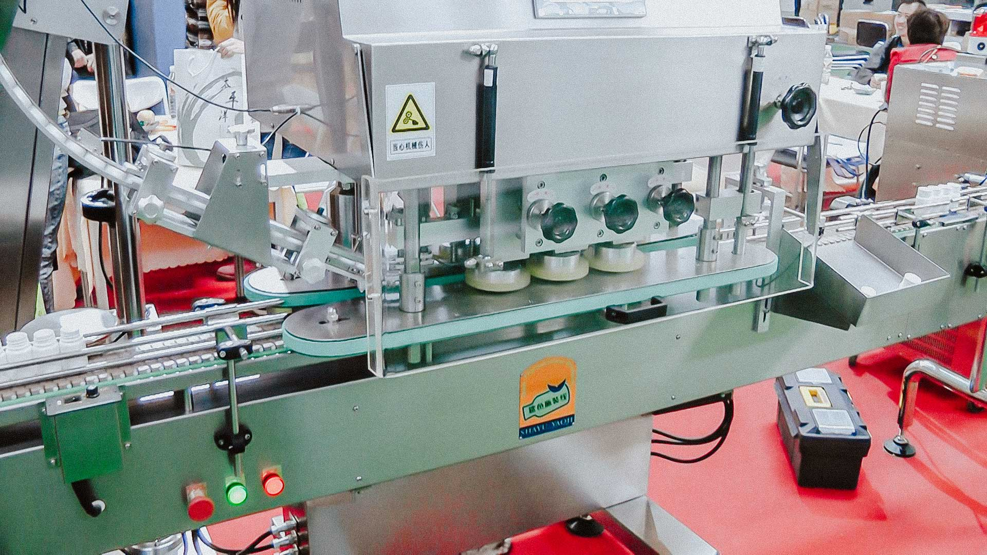 Automatic line for filling plastic bottles and capping with plastic caps