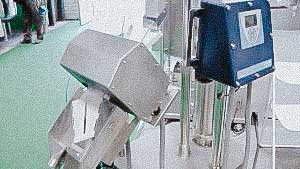 Automatic machine for checking the quality of tablets with a metal detector