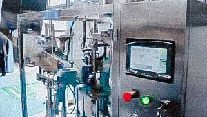 Automatic machine for filling and sealing the cream dosage into plastic tubes