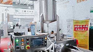 Automatic machine for packing liquid products in plastic doypack bags