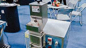 Automatic machine for separating solid gelatin capsules to get the powder