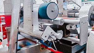 Automatic packaging machine for filling pellets in plastic bags sachets