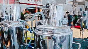 Automatic pharmaceutical equipment for preparation and storage of liquid dosage forms
