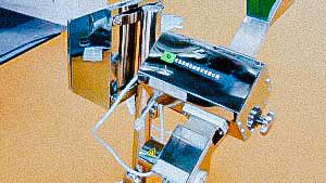 Automatic pharmaceutical tablet and capsule sorter with metal detector
