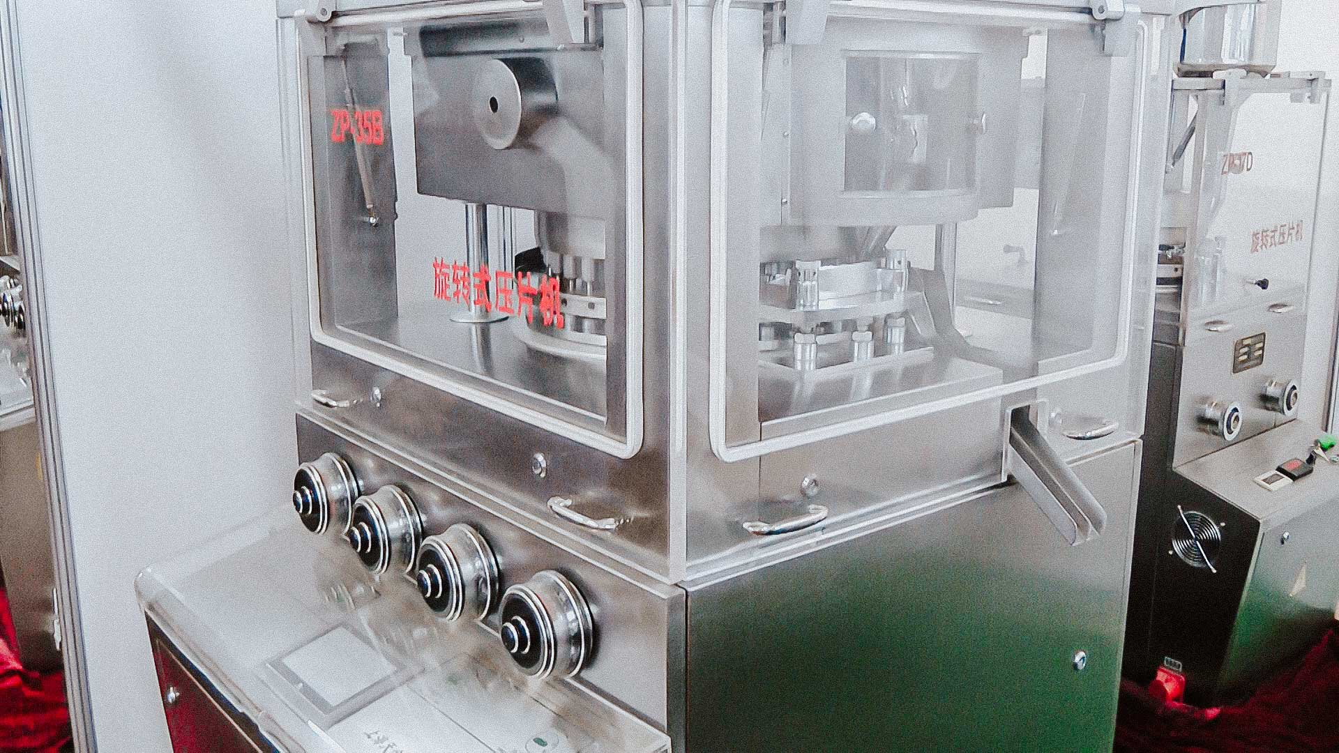 Automatic rotary tablet press for tablet production in pharmaceutical factory