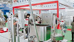 Automatic transporter of hard gelatine capsules with metal detector test