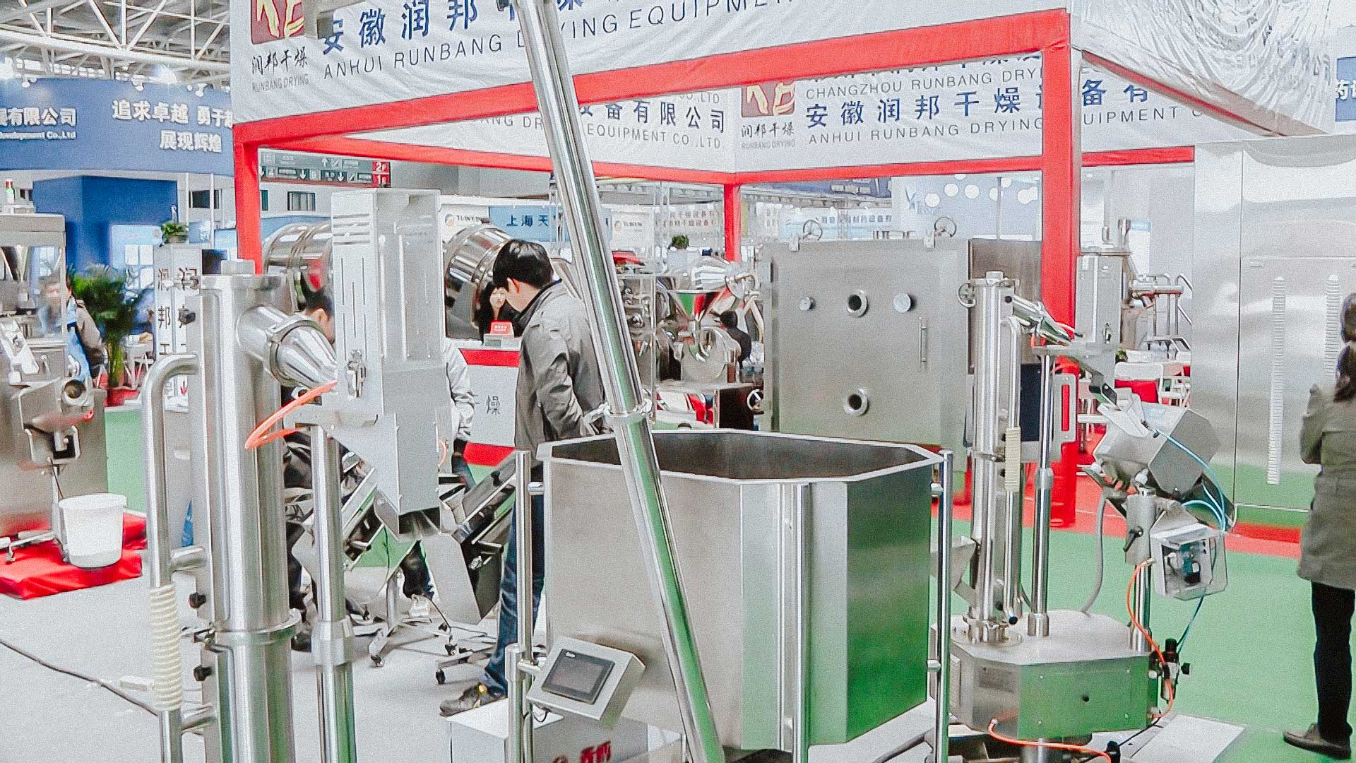 Automatic transporter of solid gelatine capsules with metal detector test