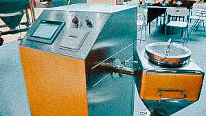 Cone mixer for mixing powders in pharmaceutical production of medicines