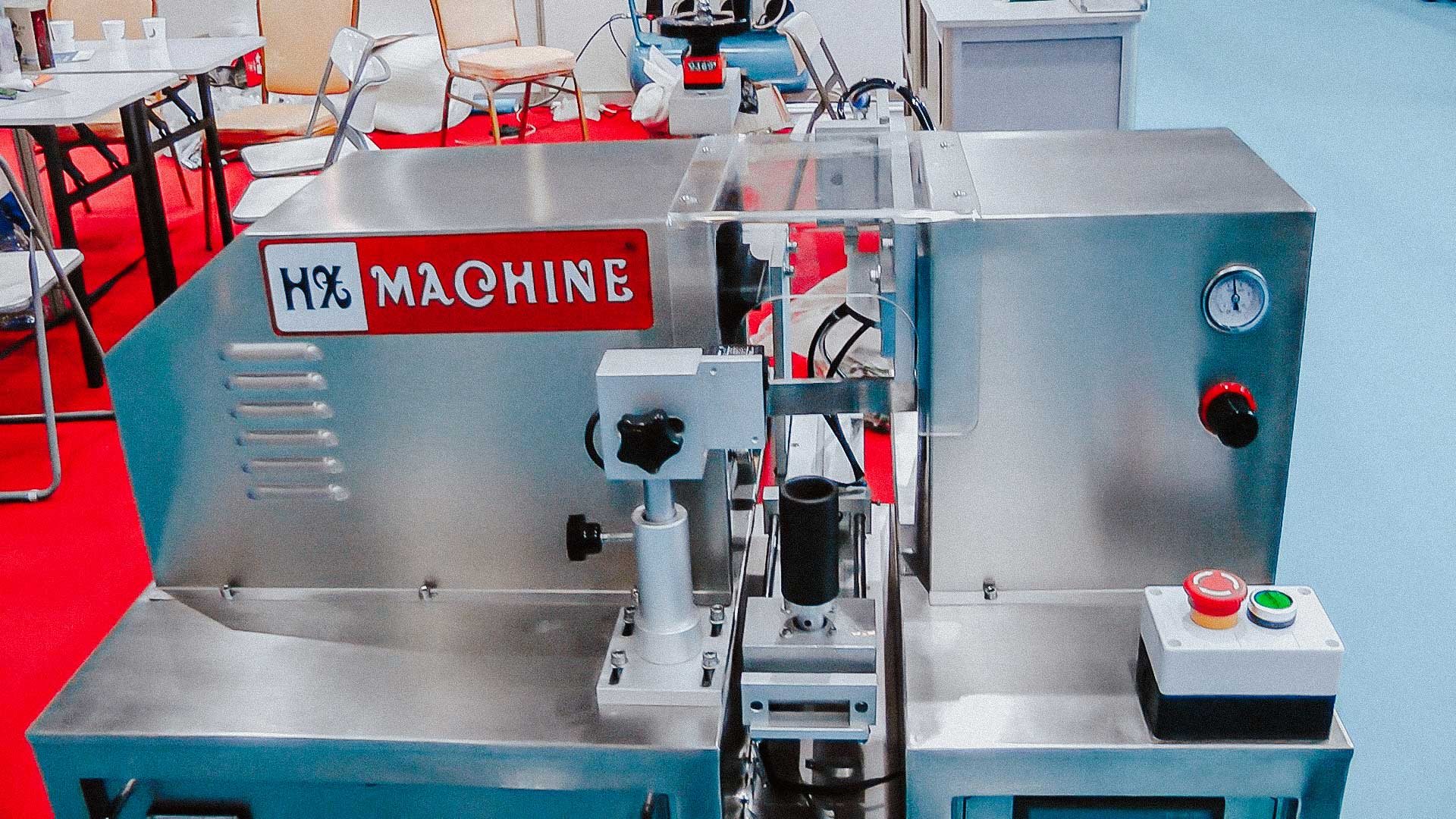 Equipment for automatic soldering of plastic tubes in cream production