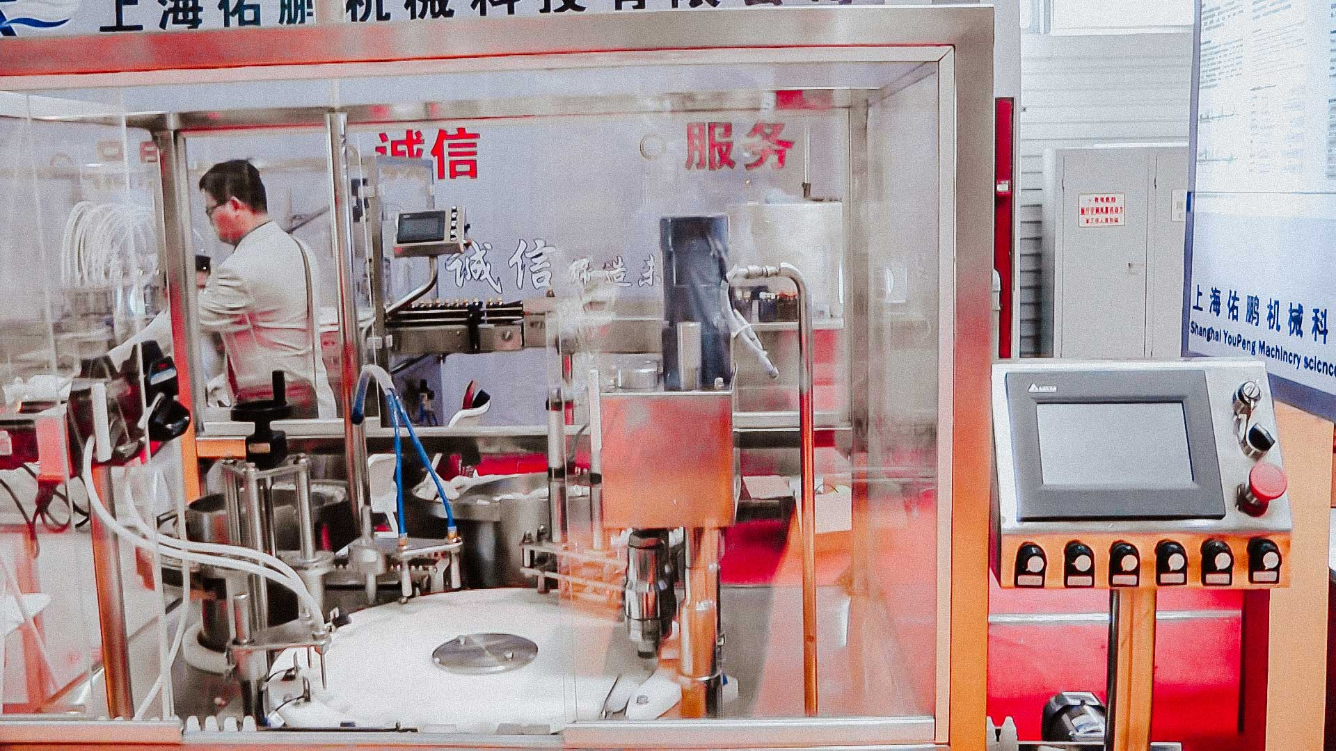 Equipment for filling and capping plastic bottles with pharmaceutical liquids