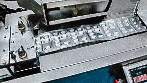 Equipment for packaging gelatin capsules and tablets in aluminum blisters