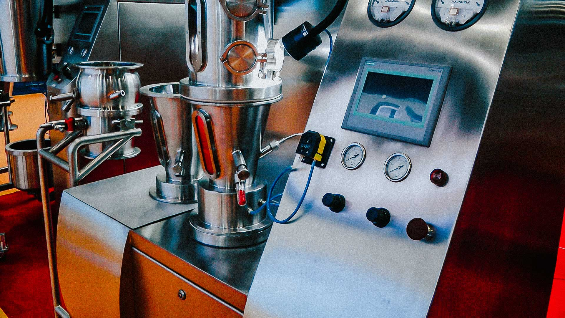 Equipment for production of pharmaceutical granules in fluidized bed granulation with powder drying