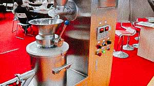 Granulator for pharmaceutical production of round shaped pellets medicine production