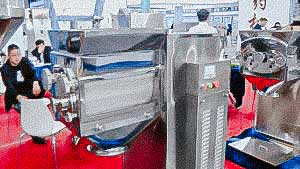 Granulator for the production of granules for tablet powders