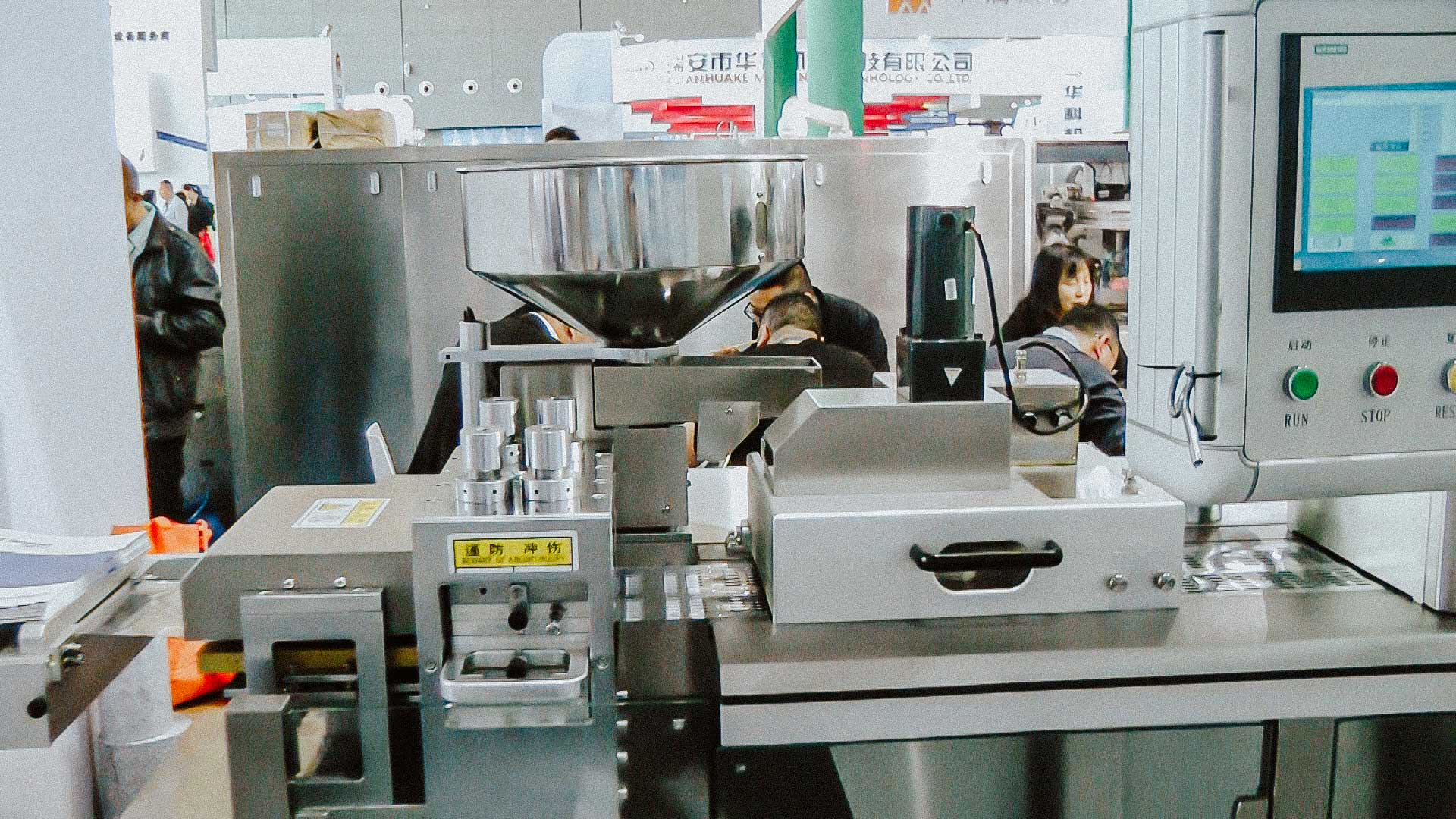 High speed automatic blistering machine for gelatine capsules blister packaging