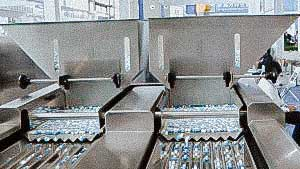 High speed automatic packing line for packing gelatine capsule into plastic bottles