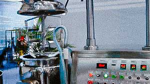 Homogenizer for gel and cream preparation in the cosmetic and pharmaceutical industry GERMANY