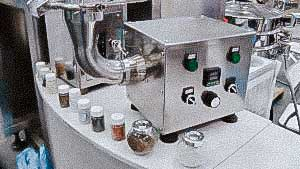 Laboratory machine granulator with powder and granule drying system