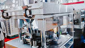 Large automatic rotary tablet press for the production of various forms of tablets