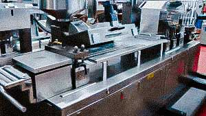 Pharmaceutical equipment for automatic packaging of tablets and capsules with medicines in blisters