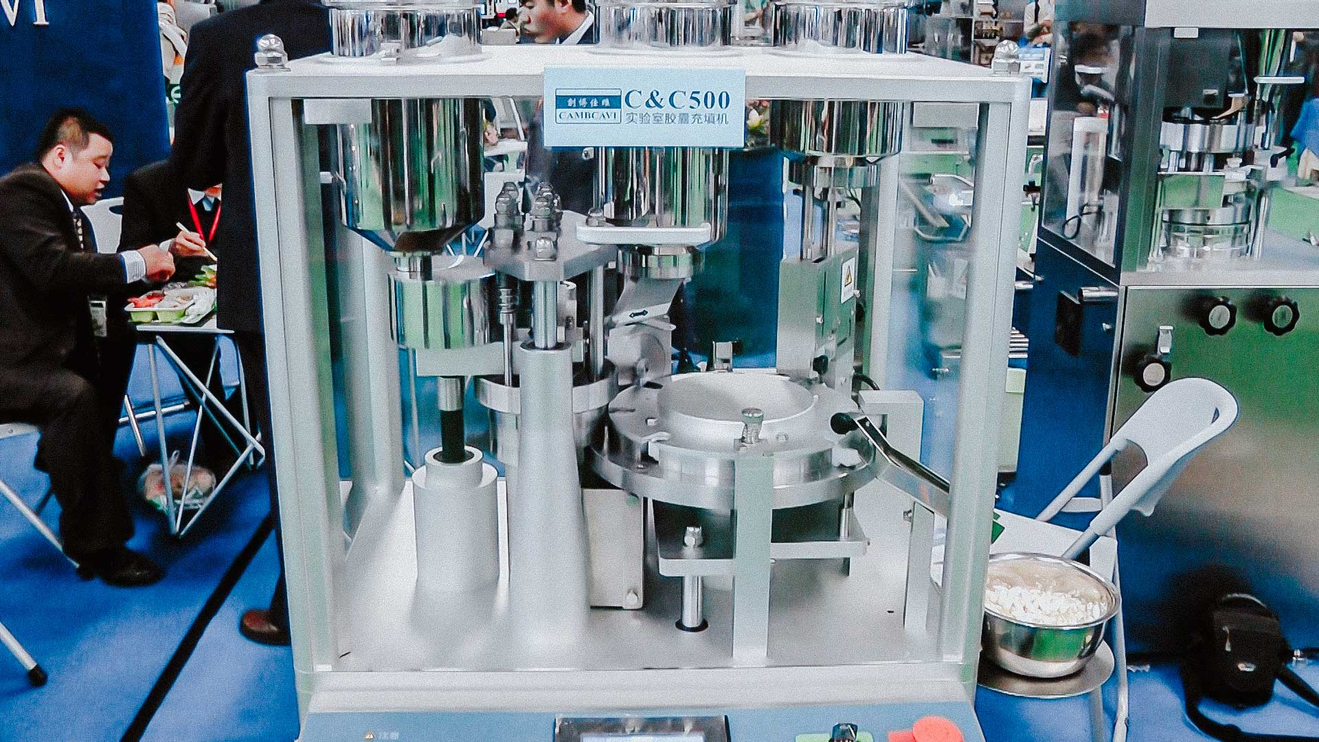 Pharmaceutical equipment for filling solid gelatin capsules with microgranules