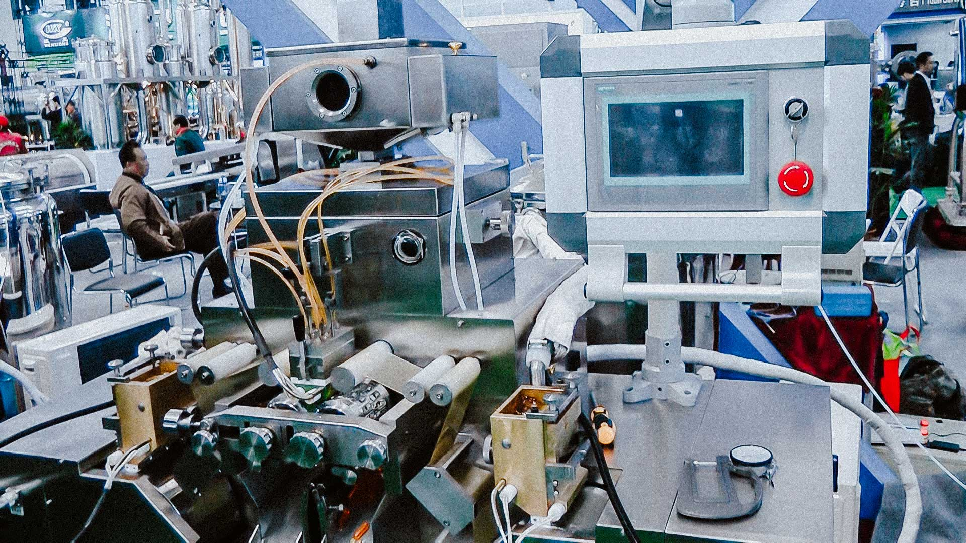 Pharmaceutical equipment for the production of soft gel gelatin capsules with oil inside