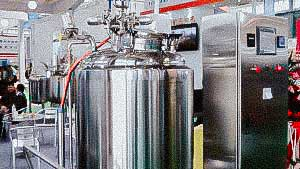 Pharmaceutical tank with heating and agitator for preparation of solutions and gels pharmaceutical factory