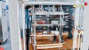 Sublimation lyophilic dryer for powder production from food and pharmaceutical liquids FRANCE