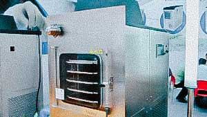 Sublimation lyophilic dryer for producing powder from liquid products for pharmaceuticals
