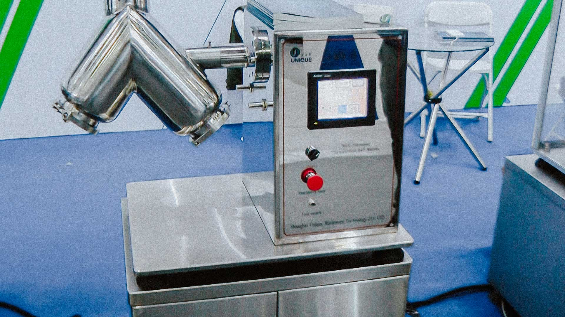 V-mixer to prepare a mixture of powders use for drug manufacture