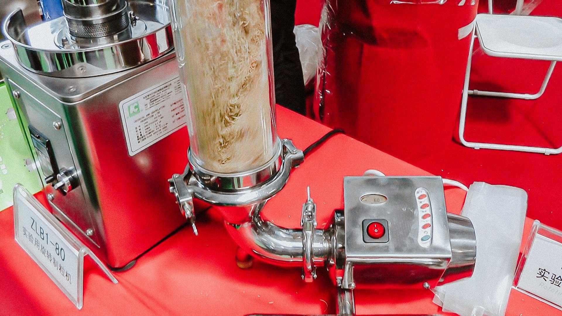 Vertical fluidized bed granulator for laboratory granule production