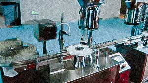 Vibrating feeding system aluminum caps for bottling and capping equipment